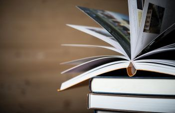 Jövőre megújult tankönyvekből tanulhatnak a középsúlyosan értelmi fogyatékos gyermekek (elteonline.hu)